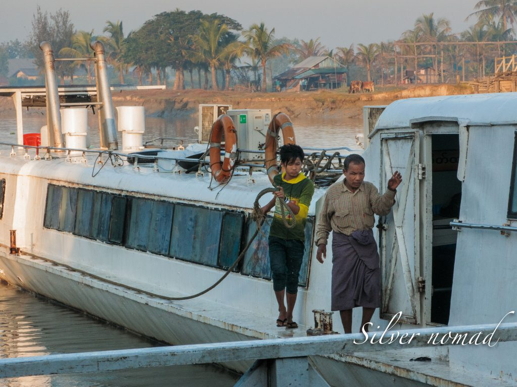 Boat to Mrauk U
